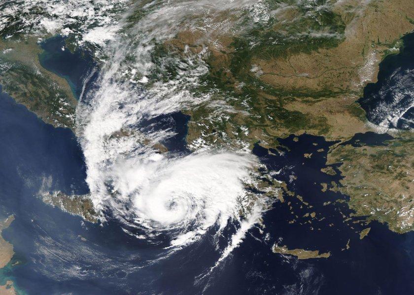 мвнр предупреждение българите заради циклона янос
