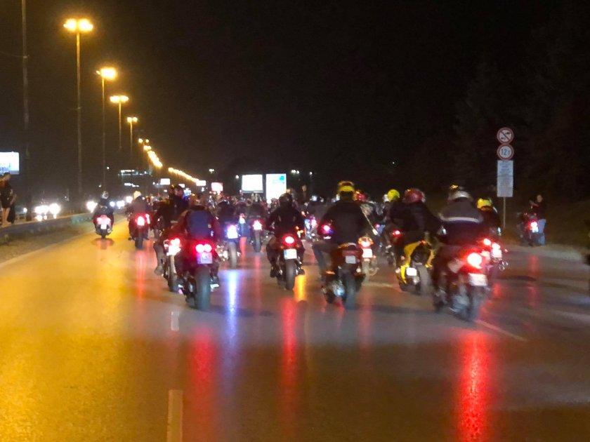 масово нощно каране толерантност пътя памет загинали мотористи