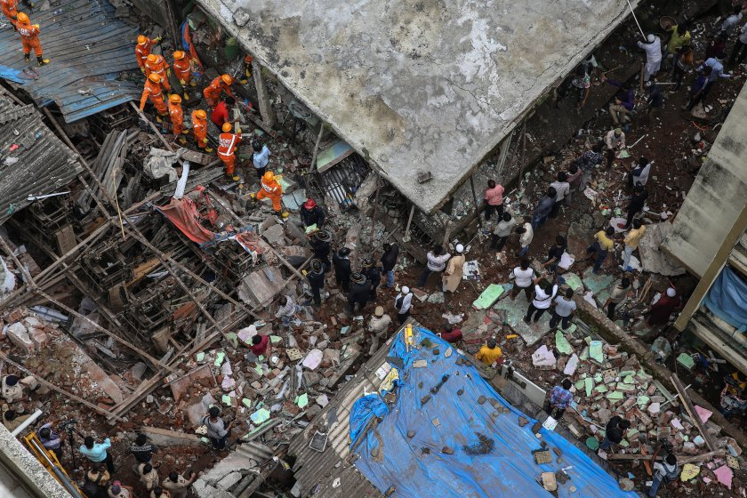 души загинаха срутване сграда индия