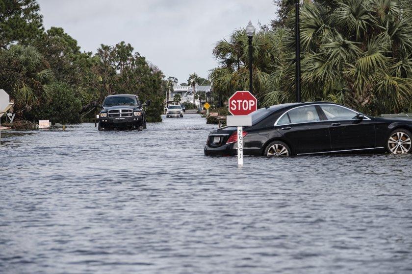 Ураганът Сали взе жертва и остави половин милион души без ток в САЩ