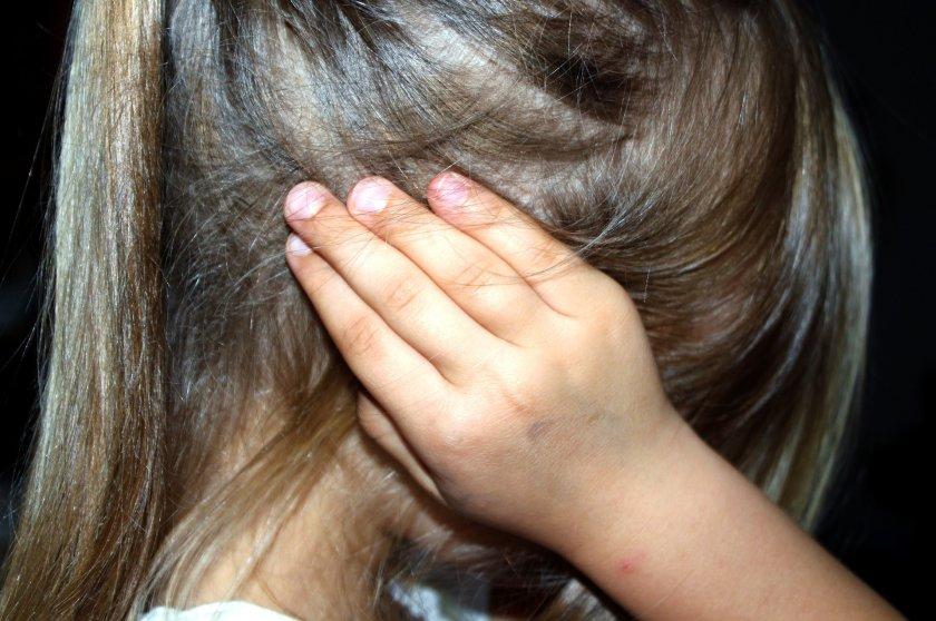 qanon конспиративна теория ферми деца елитна клика педофили