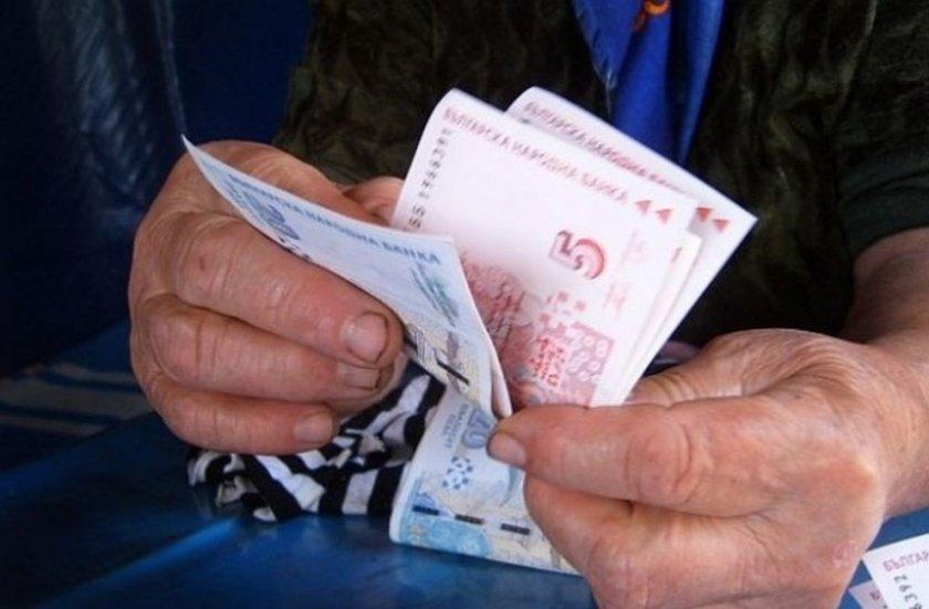октомври изплащат пенсиите добавка