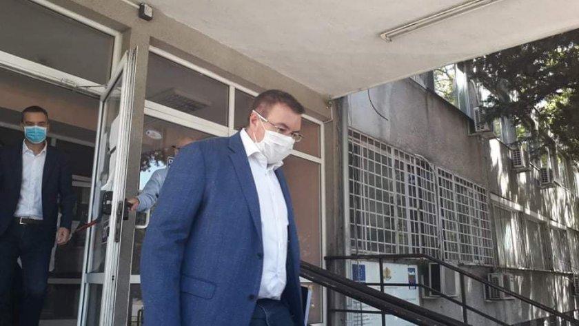 здравният министър посети търговище заради усложнената обстановка covid