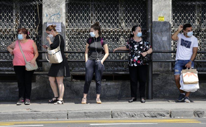 В Сърбия: Задължителни маски и на открито, без масови събирания, заведенията ще работят до 23 ч