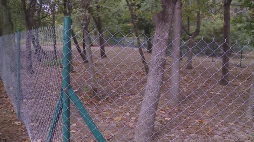 Собственик реши да огради имота си в Морската градина във Варна