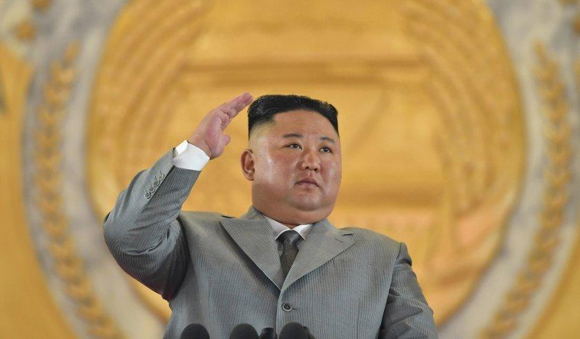 Ким Чен Ун се разплака на военен парад
