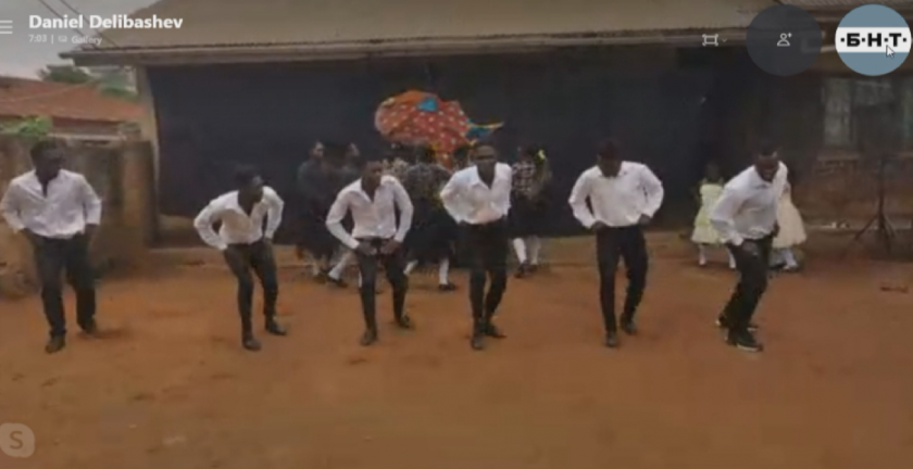 В Уганда играят българска ръченица. Кой е учителят?