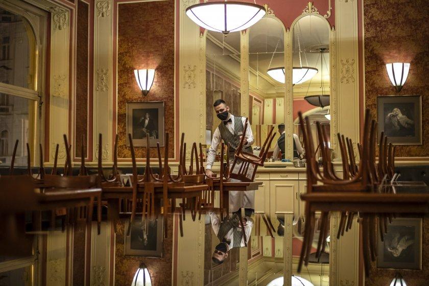 скандал чехия здравният министър отишъл ресторант без маска искат оставката