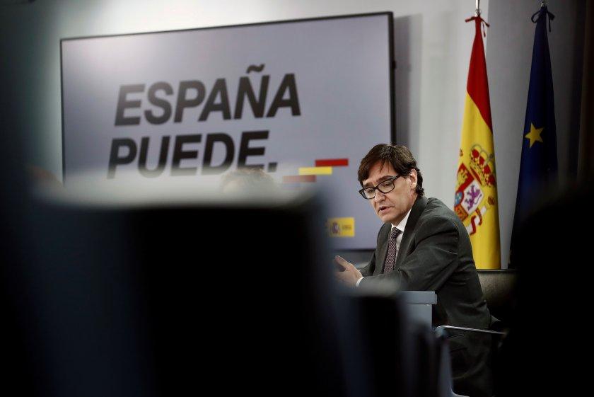 Испания обмисля да въведе вечерен час, Русия тества трета ваксина срещу COVID-19