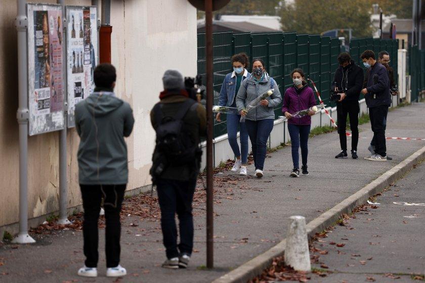 местната мюсюлманска общност осъди жестокото убийство френски учител