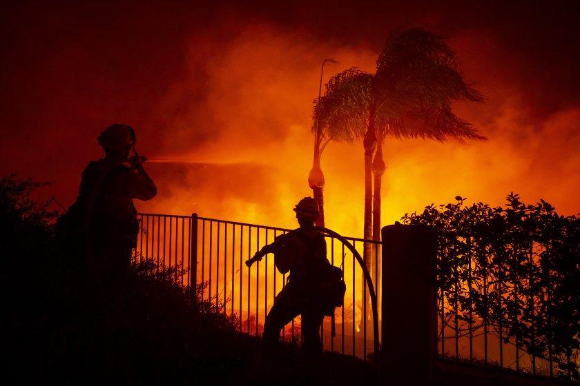 Над 60 000 души са евакуирани заради пожари в Калифорния