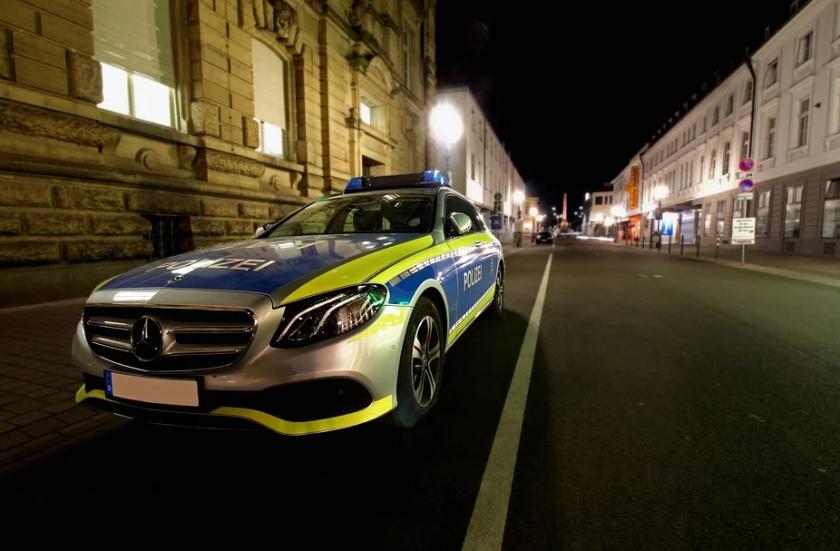Кола се вряза в тълпа в Германия, убито е 12-годишно дете