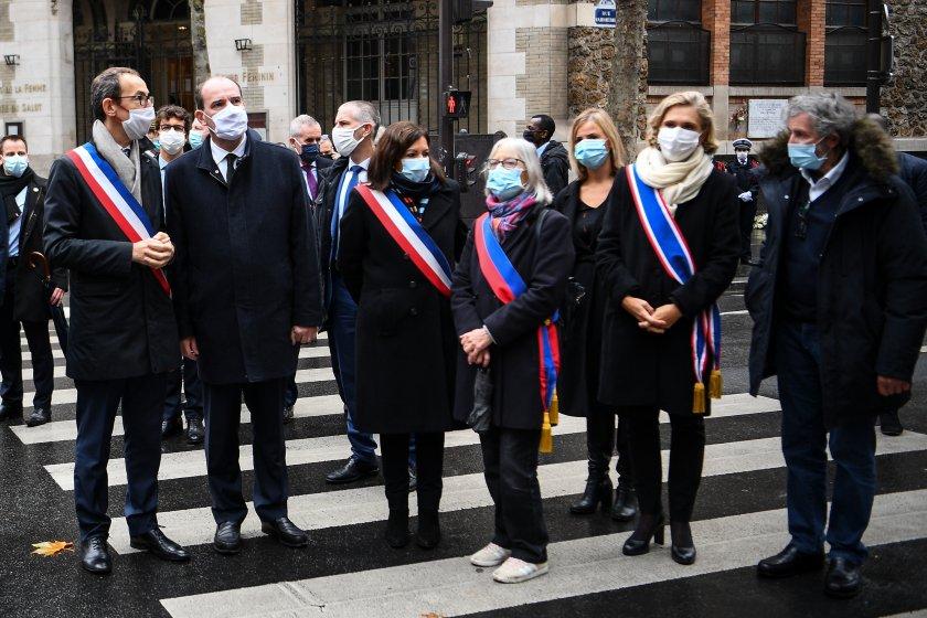 Франция почита паметта на жертвите при атентатите в Париж