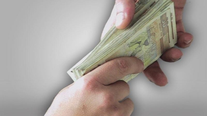 """Феноменът """"Вечният длъжник"""": След 10 години дълговете падат"""