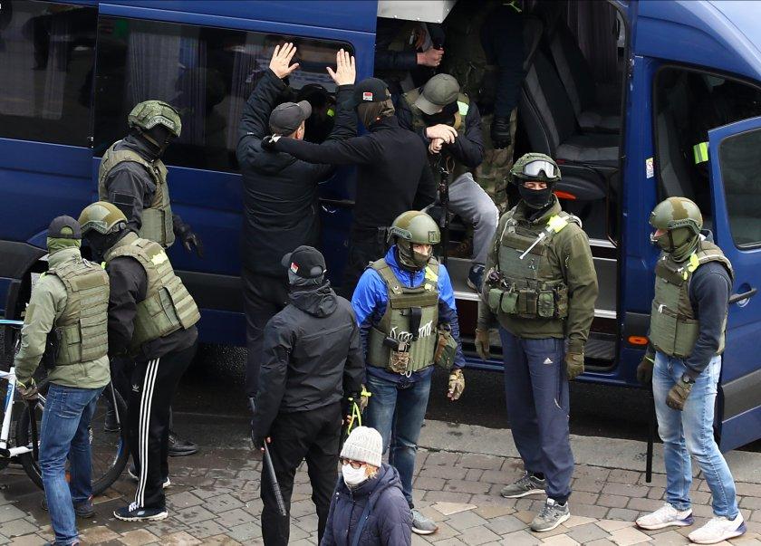 Стотици задържани при пореден протест срещу Лукашенко