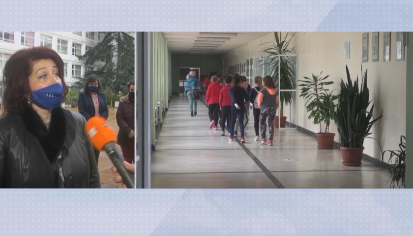 Нараства броят на училищата в Бургас, които учат онлайн