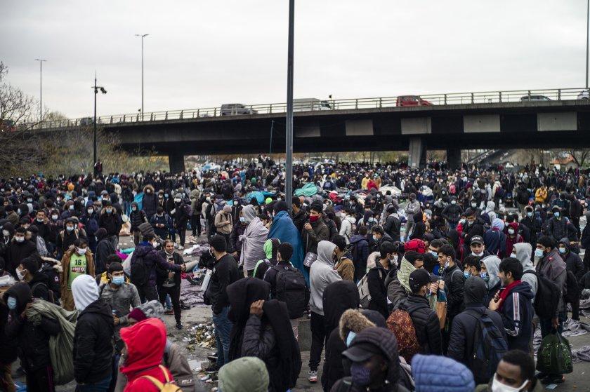 Евакуираха голям мигрантски лагер в Париж