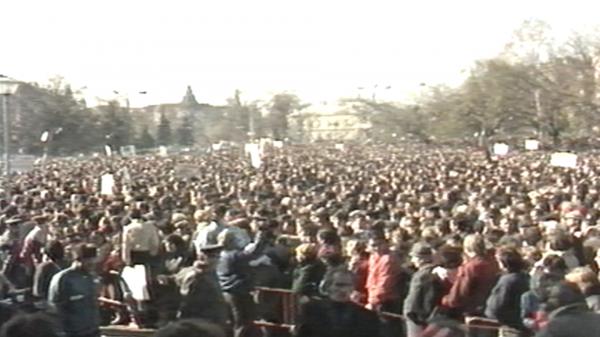 Навършват се 31 години от първия свободен митинг след падането на Тодор Живков от власт