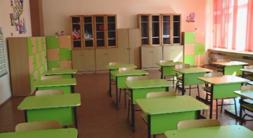 Предложение: Учениците от 5-и до 12-и клас задължително с маски в клас