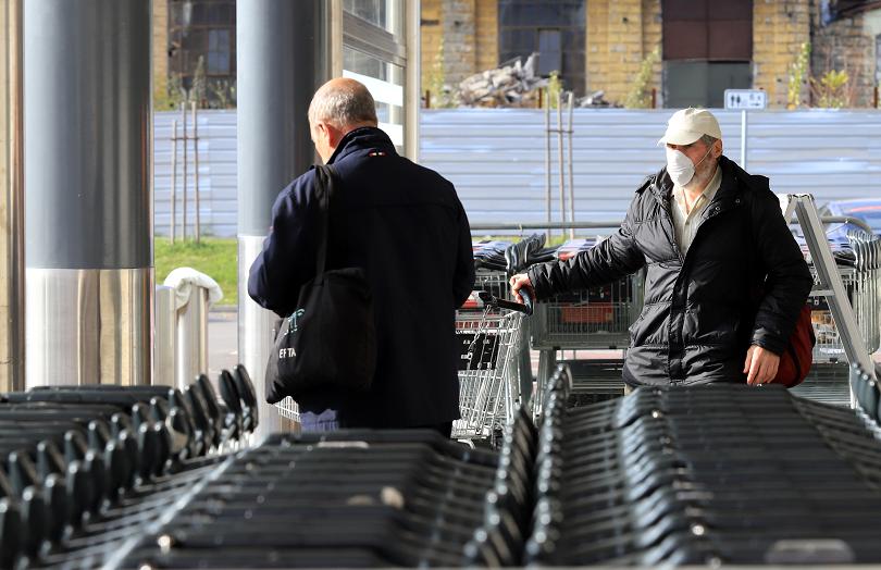 Влизат в сила новите изисквания за пазаруване от възрастните хора