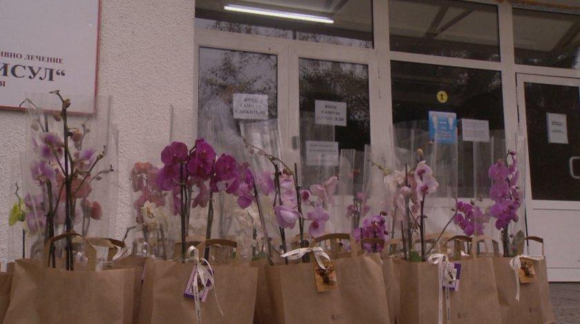 Благодарност: Българин от САЩ изпрати цветя на медиците в ИСУЛ, излекували баба му