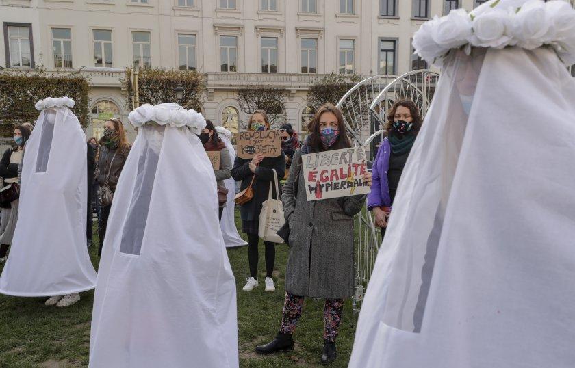 обсъжда решението забраната абортите полша