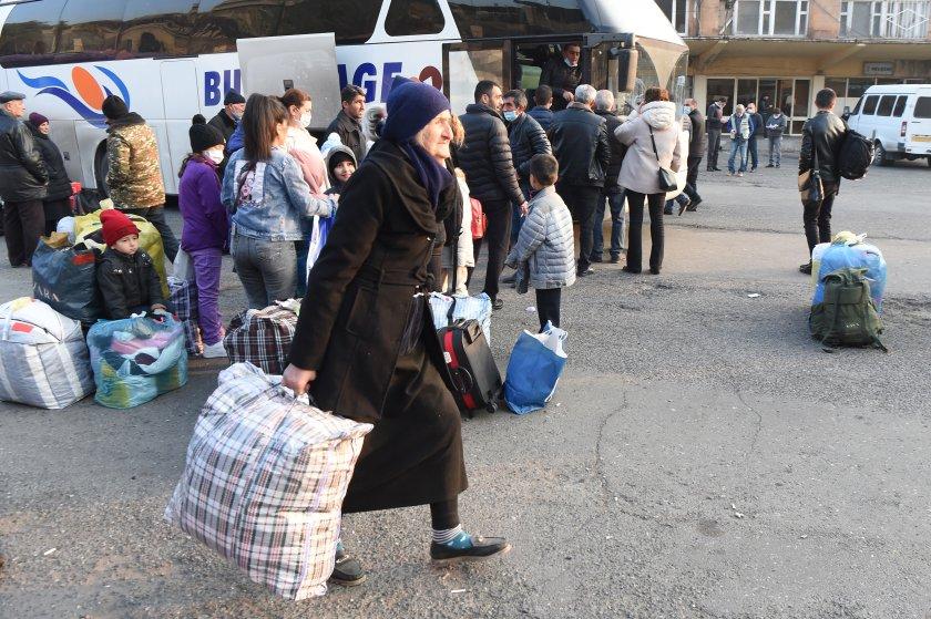 Бежанци от Нагорни Карабах продължават да се завръщат по домовете си