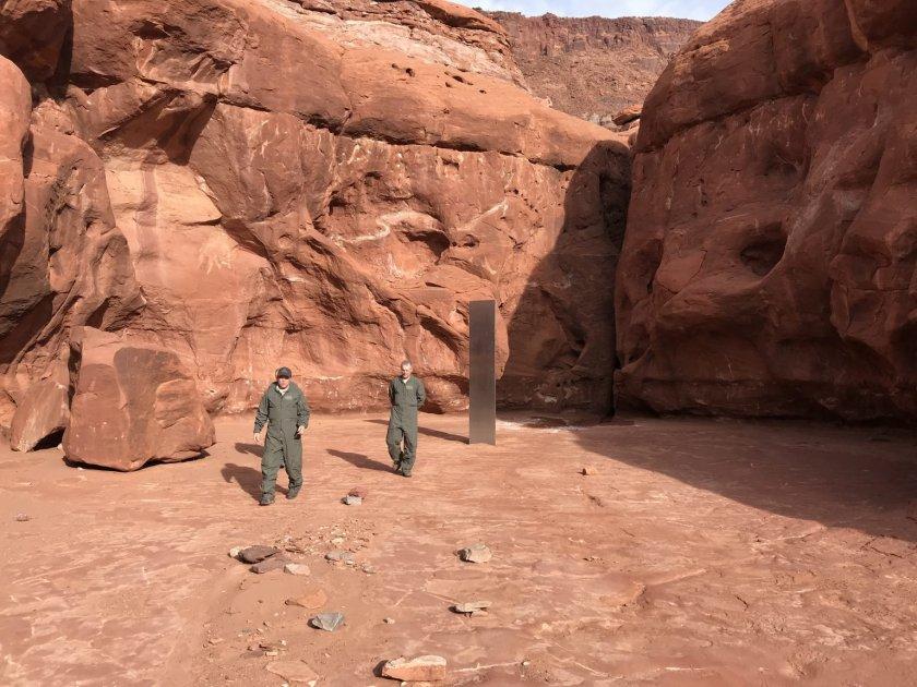 тайнствен обелиск американската пустиня роди теории нло конспирации извънземни обекти стил кубрик