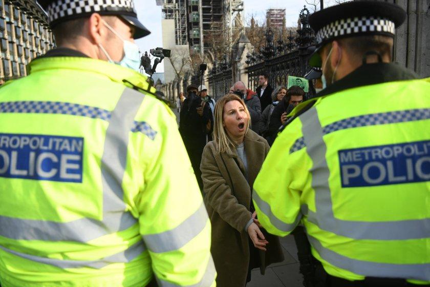 десетки задържани протести карантината лондон