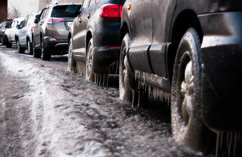 АПИ призовава: Шофьорите да тръгват на път само с автомобили, готови за зимни условия