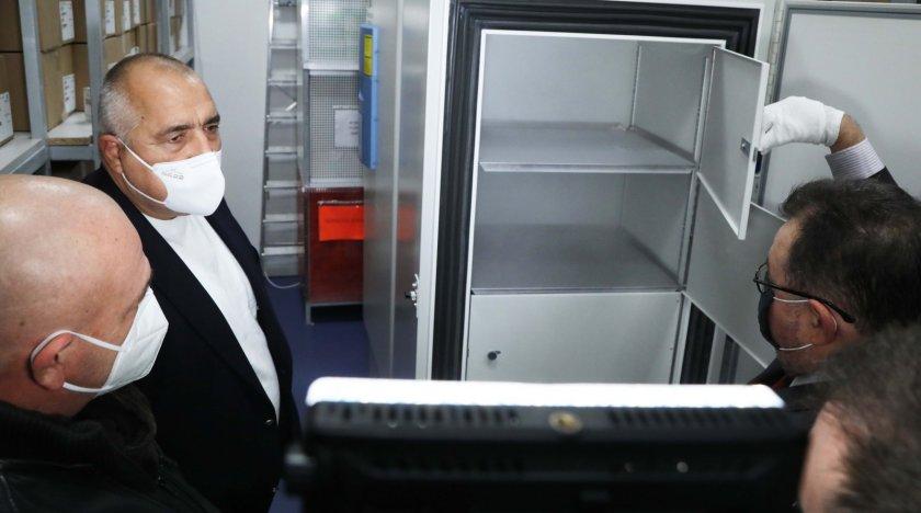 Борисов лично се увери в готовността на България да посрещне първата доставка на ваксина срещу COVID-19