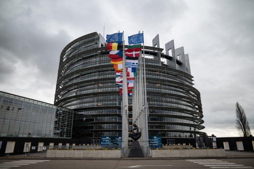 Европарламентът гласува окончателно многогодишния бюджет на ЕС и фонда за възстановяване