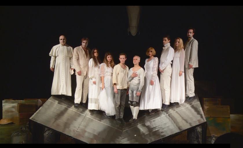 Пазарджишкият театър посвети представление на медиците на първа линия