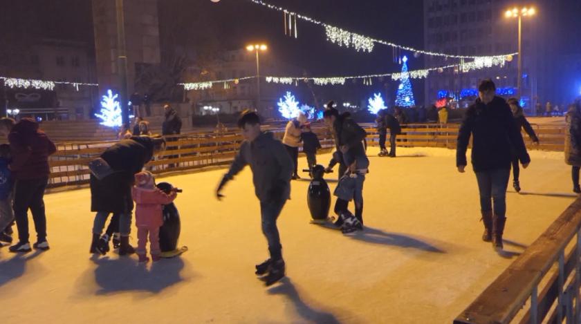 Ледена пързалка е новата атракция за малки и големи във Видин