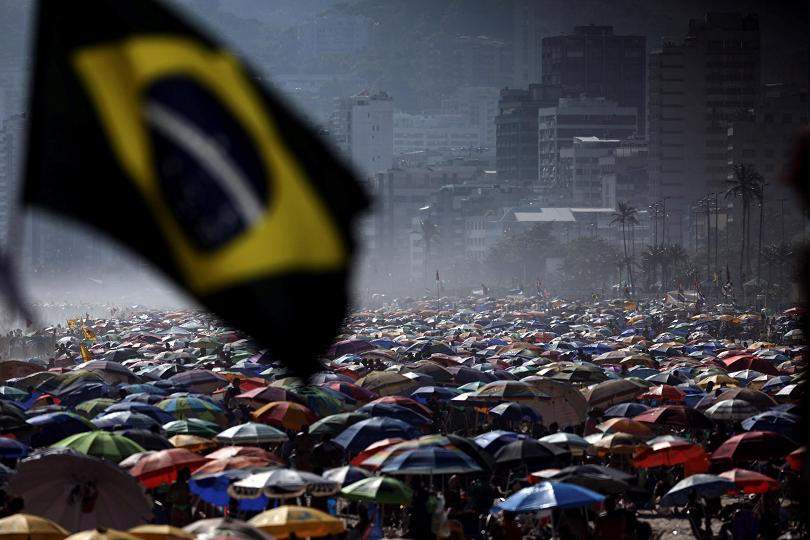 Рио де Жанейро посреща лятото с пълни плажове