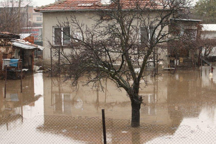 бедствено положение места страната заради проливните дъждове