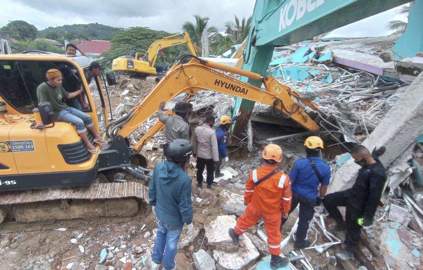 Над 40 са жертвите на земетресението в Индонезия