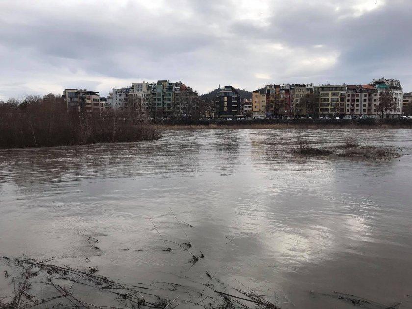 откъснати населени места наводнени къщи бедстващи хора пловдивско
