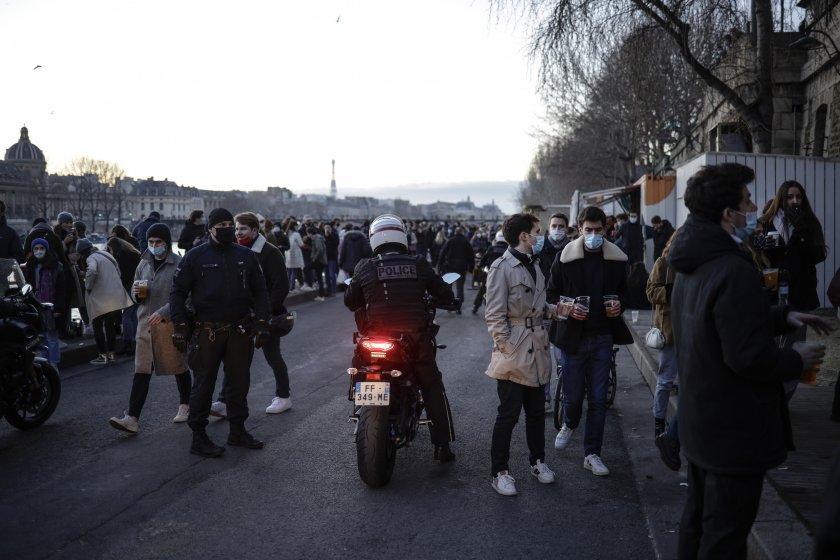 франция въвежда полицейски час