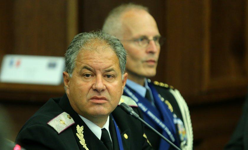 предлагат директорът служба военна полиция освободен длъжност
