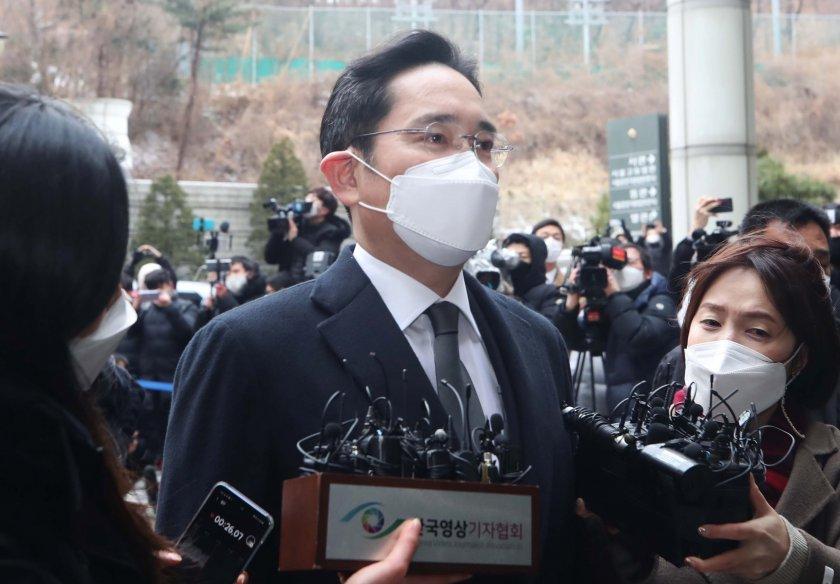 корупция осъдиха шефа самсунг две години половина затвор