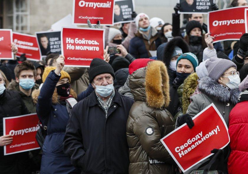 полицията напада журналисти протестите навални русия