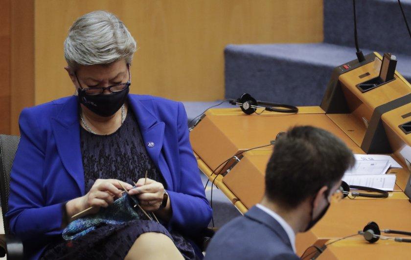 еврокомисар извади плетката време дебат