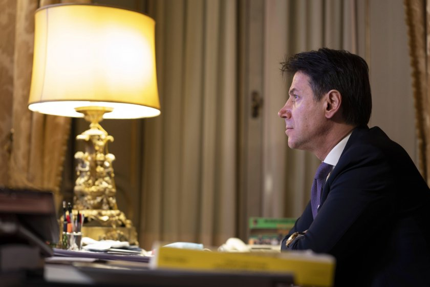 Премиерът на Италия подаде оставка