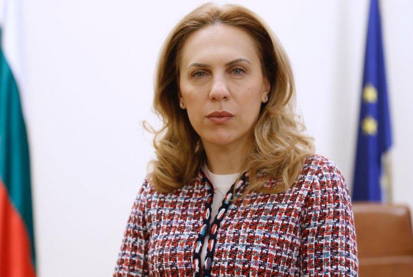 министър николова обсъжда възможността всички ресторанти работят хотелите