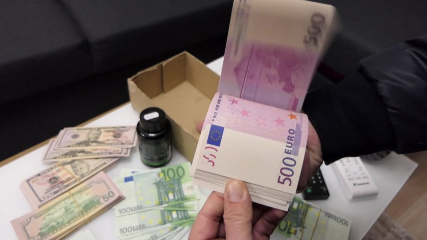 9 задържани и 6-ма обвинени за производство на фалшиви пари и лични документи