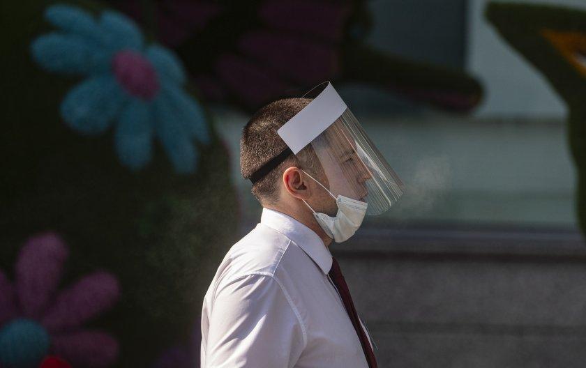 От 1 февруари: Отпадат шлемовете, маските остават задължителни