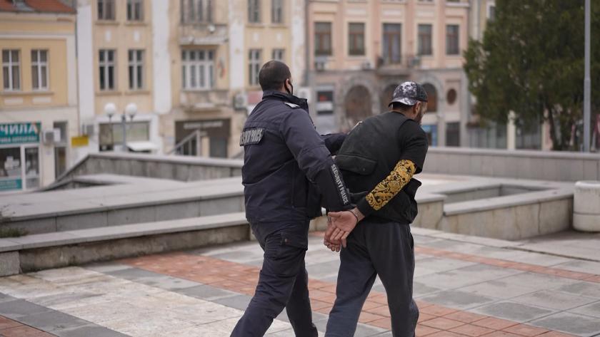 Дрогиран без книжка открадна такси във Варна, заловиха го в Шумен