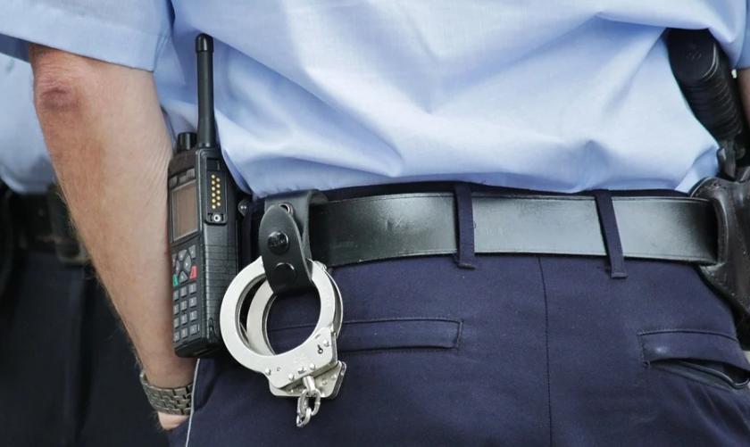 сдвр издирва двама мними полицаи грабеж