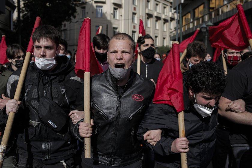 протест мерките гърция френски кмет отвори музеите